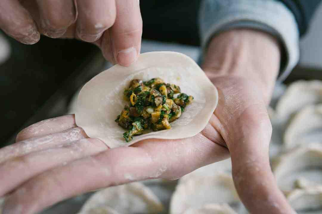 Comment faire frire des raviolis chinois