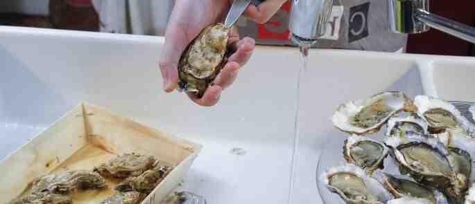 Comment ouvrir les huîtres gaucher ?